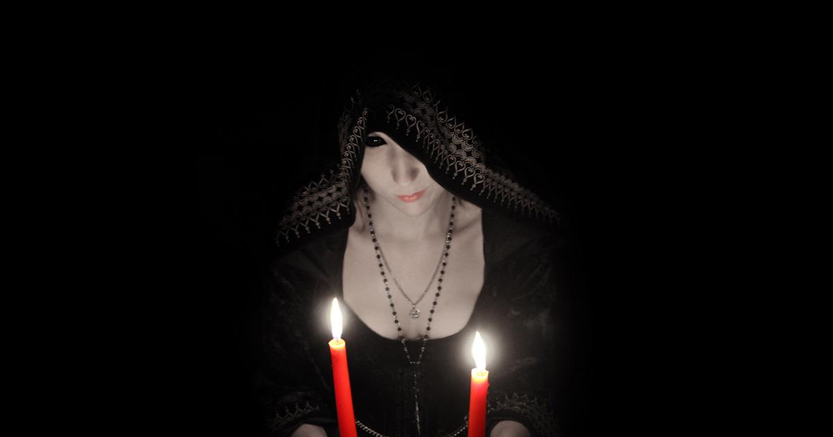 halloween witch photoshoot